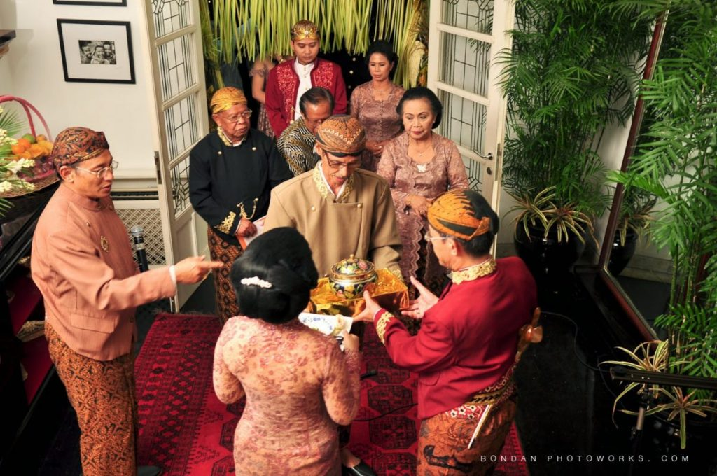 Unik! Tradisi Pernikahan Ini Cuma Bisa Kamu Temukan di Indonesia!