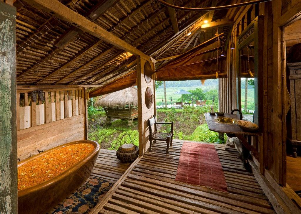 Nikmati Pengalaman Menginap di 7 Hotel Unik di Indonesia Ini!