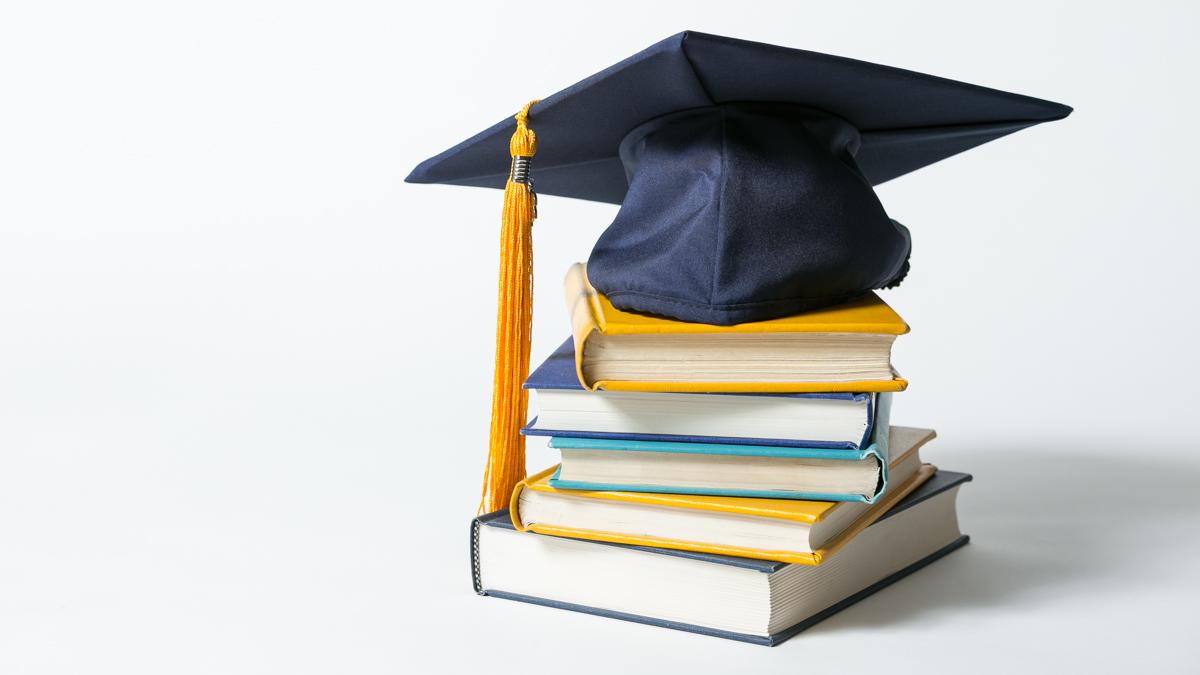 6 Seleb Ini Buktikan Kualitas Dirinya dengan Meraih Beasiswa Bergengsi