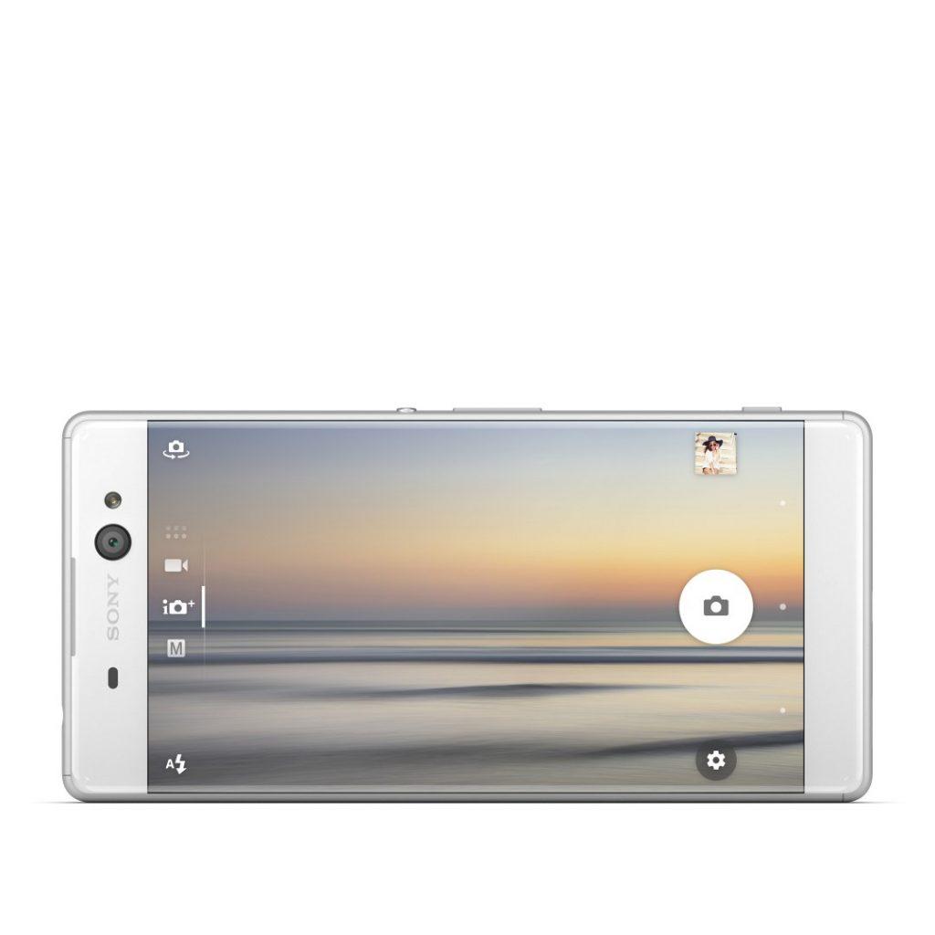 Puaskan Hasrat Selfie dengan Sony Xperia XA Ultra