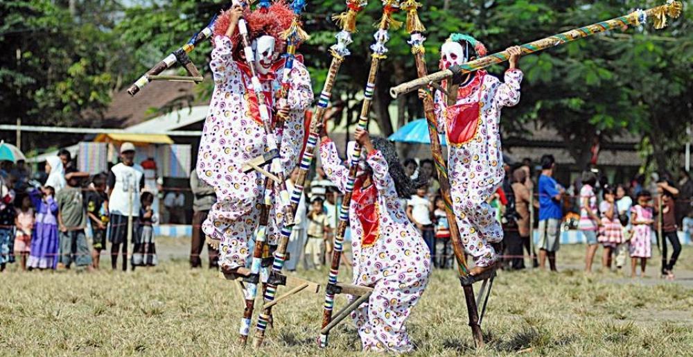 Permainan Tradisional Indonesia Egrang