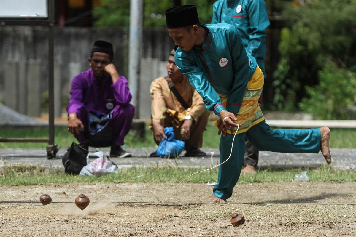 Permainan Tradisional Indonesia Gasing